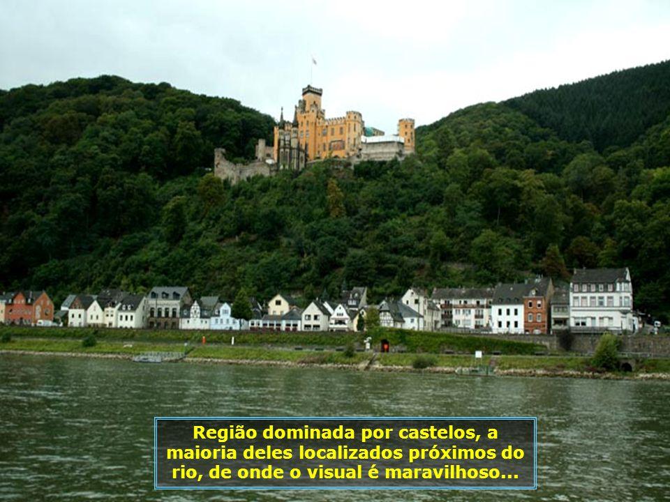 Um grande número de pequenas cidades se situam às margens do rio. E o curioso é que às vezes uma está de frente para a outra, em cada margem, e são ci