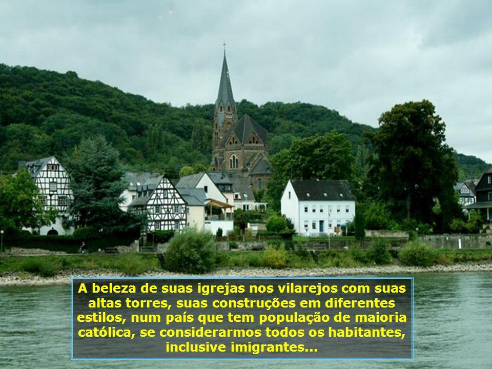 A cada instante uma paisagem diferente se apresenta diante dos nossos olhos, seja pelas cidades que surgem ou pelos castelos e fortalezas...