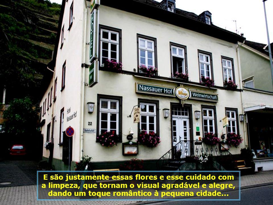 Pequenina e graciosa St. Goarshausen é o retrato das típicas cidades alemãs, com suas casinhas ao melhor estilo bávaro, enxaimel, jardinzinhos e flore