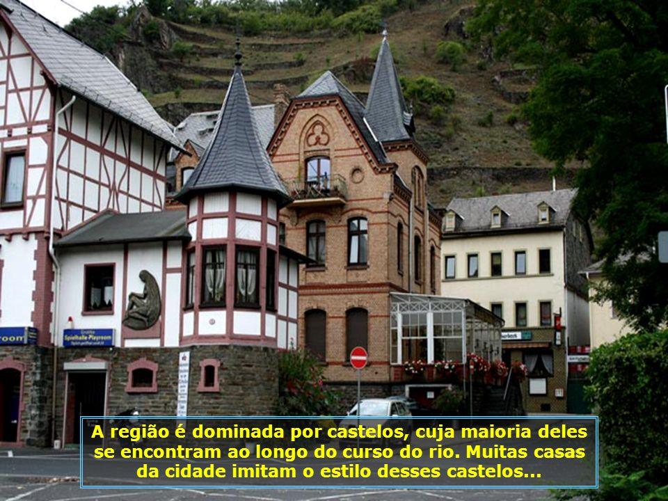 A região é dominada por castelos, cuja maioria deles se encontram ao longo do curso do rio.
