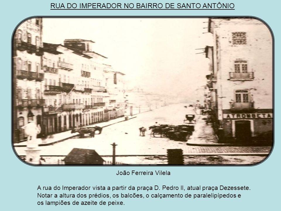 O CAIS DO RAMOS OU DO COLÉGIO Ducasble c. 1883 Do mesmo local, algum tempo depois, Ducasble tirou esta foto que mostra os armazéns da alfândega, a igr