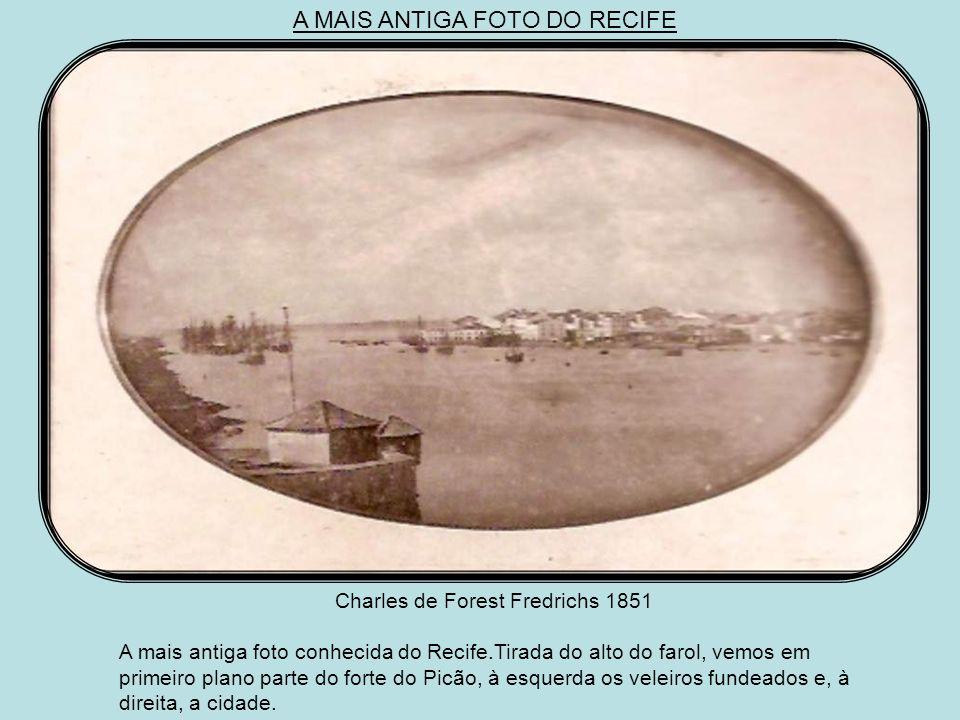 A MAIS ANTIGA FOTO DO RECIFE Charles de Forest Fredrichs 1851 A mais antiga foto conhecida do Recife.Tirada do alto do farol, vemos em primeiro plano parte do forte do Picão, à esquerda os veleiros fundeados e, à direita, a cidade.