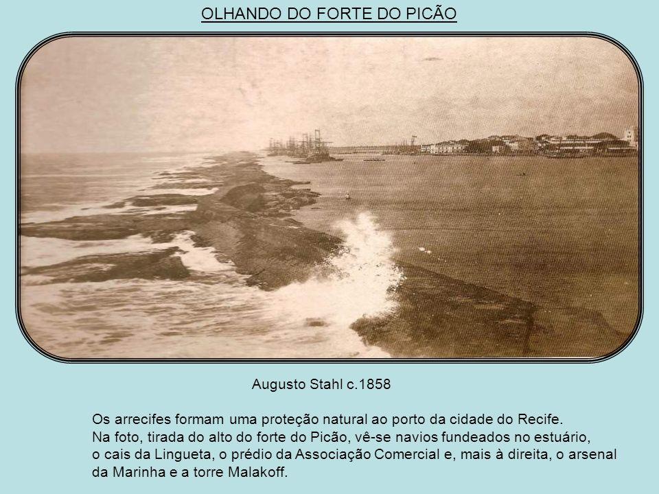 Augusto Stahl 1858 A ponte Provisória poucos anos depois de inaugurada, tendo ao fundo o casario do bairro do Recife e o cais do Apolo.