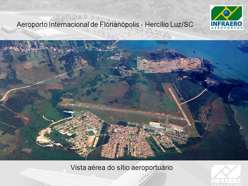 Vista aérea do sítio aeroportuário Aeroporto Internacional de Florianópolis - Hercílio Luz/SC