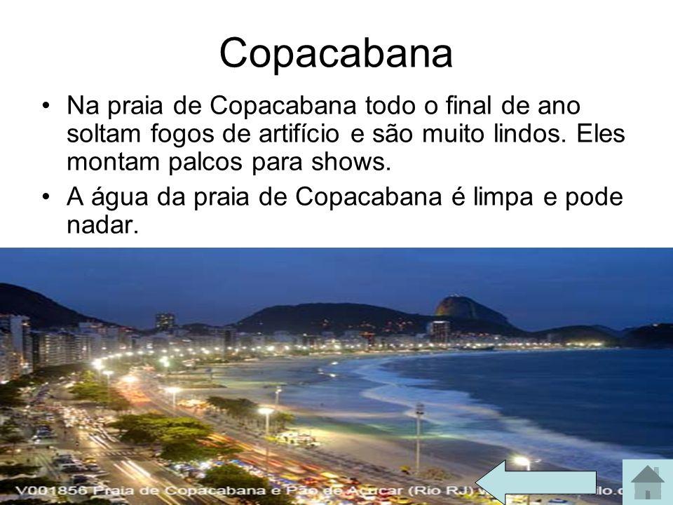 Copacabana Na praia de Copacabana todo o final de ano soltam fogos de artifício e são muito lindos. Eles montam palcos para shows. A água da praia de