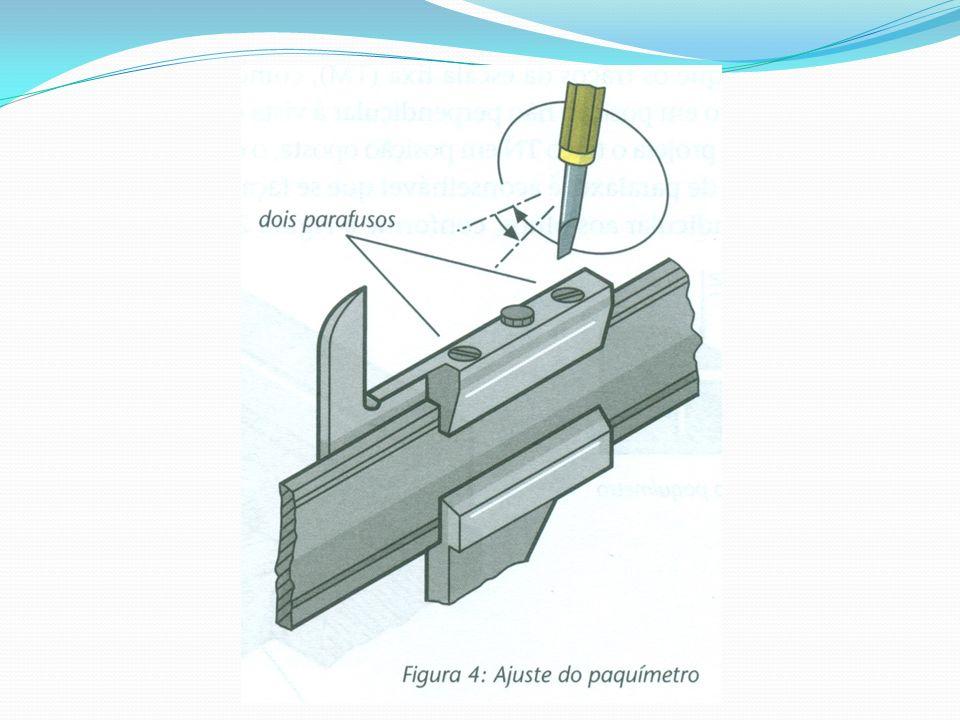 Medidas de resaltos Nas medidas de ressaltos, coloca-se a parte do paquímetro apropriada para ressaltos perpendicularmente à superfície de referência da peça.