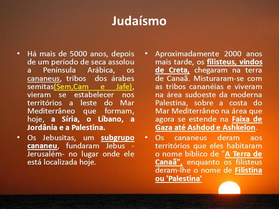 Judaísmo Há mais de 5000 anos, depois de um período de seca assolou a Península Arábica, os cananeus, tribos dos árabes semitas(Sem,Cam e Jafe), vieram se estabelecer nos territórios a leste do Mar Mediterrâneo que formam, hoje, a Síria, o Líbano, a Jordânia e a Palestina.