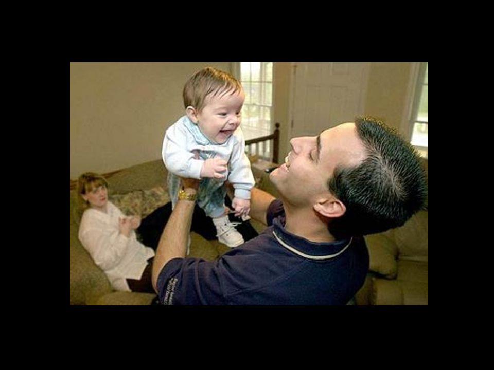 A mãe do pequeno Samuel diz que eles choraram por dias quando viram a foto. Ela disse: A foto nos lembra que minha gravidez nada teve há ver com defic