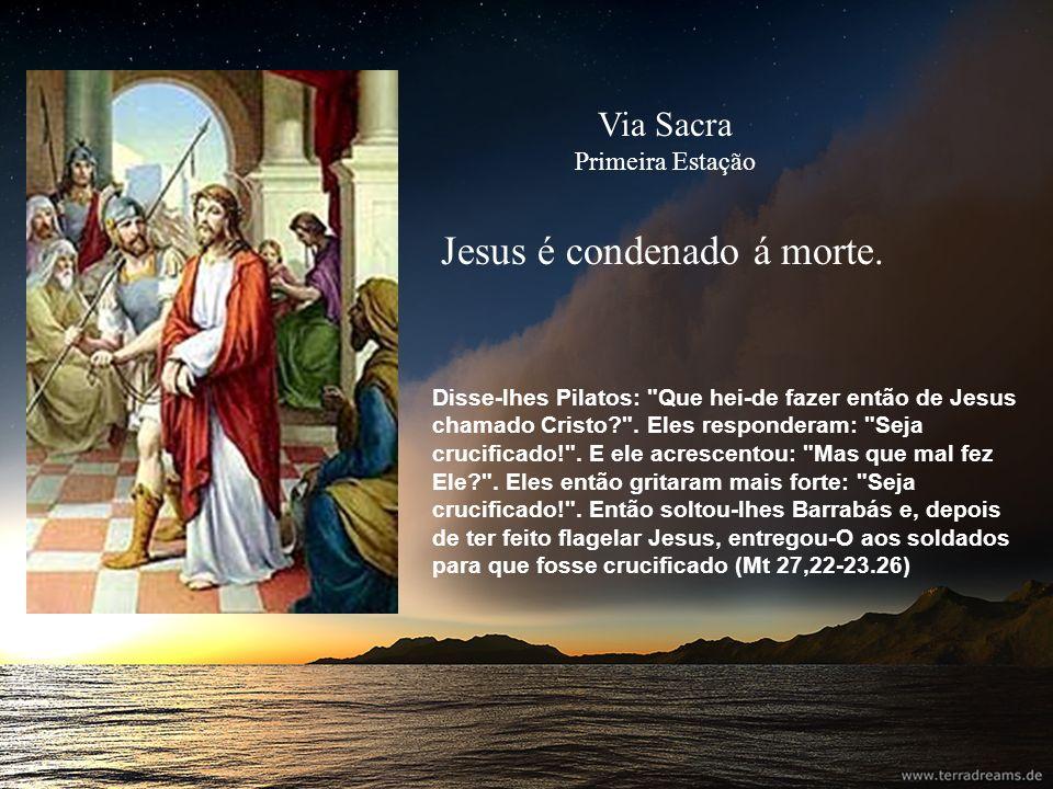 Jesus toma a cruz aos ombros Então os soldados do governador, levando Jesus para o Pretório, reuniram toda a corte.