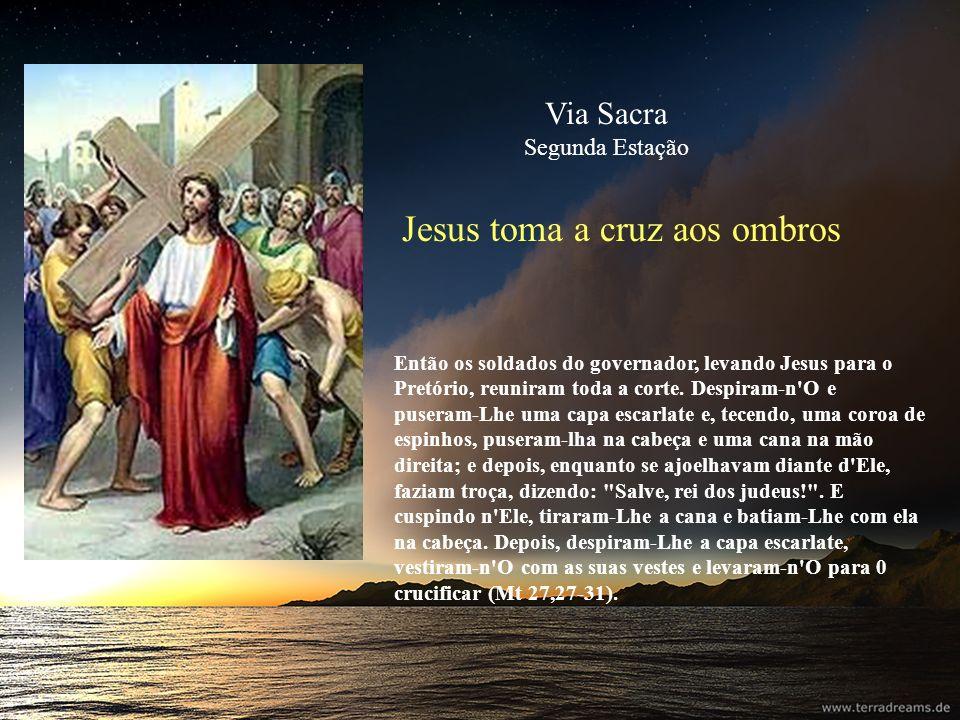 Jesus toma a cruz aos ombros Então os soldados do governador, levando Jesus para o Pretório, reuniram toda a corte. Despiram-n'O e puseram-Lhe uma cap