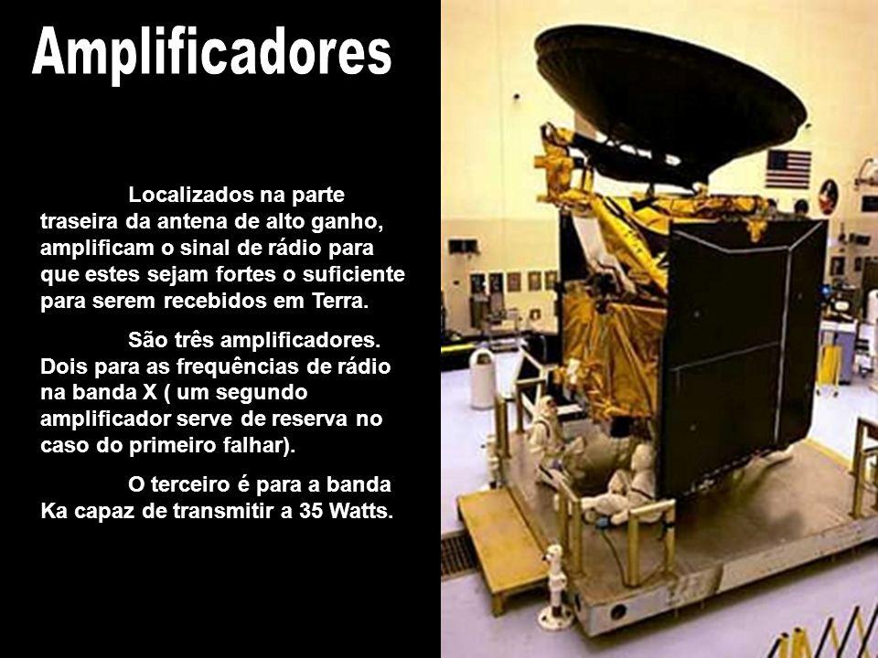 As antenas de baixo ganho são duas e utilizadas para comunicações de baixas frequências, especialmente emergências ou eventos especiais, como o lançam