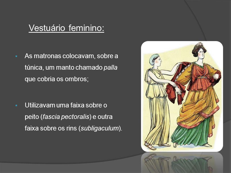 As matronas colocavam, sobre a túnica, um manto chamado palla que cobria os ombros; Utilizavam uma faixa sobre o peito (fascia pectoralis) e outra fai