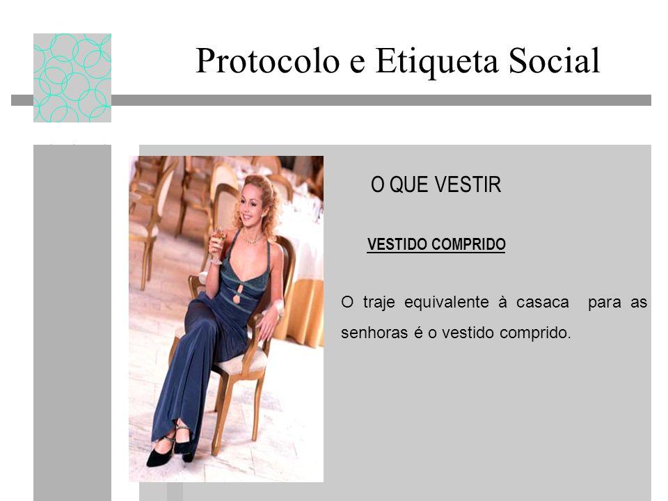 Protocolo e Etiqueta Social O QUE VESTIR VESTIDO COMPRIDO O traje equivalente à casaca para as senhoras é o vestido comprido.