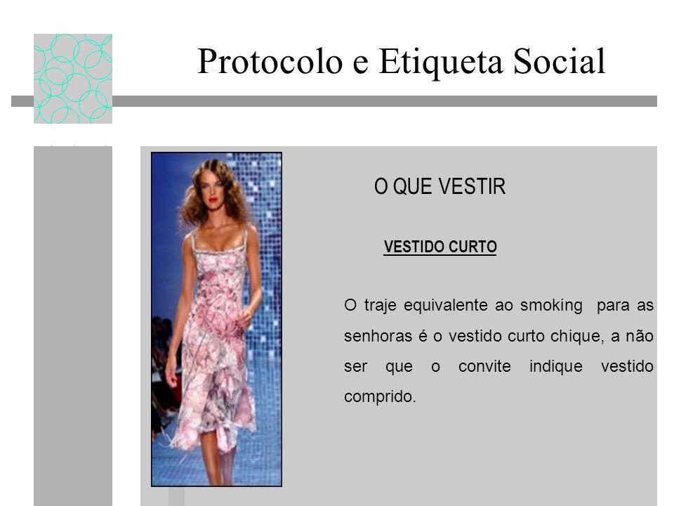 Protocolo e Etiqueta Social O QUE VESTIR VESTIDO CURTO O traje equivalente ao smoking para as senhoras é o vestido curto chique, a não ser que o convi