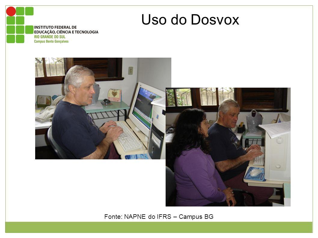 Uso do Dosvox Foto 1: aluno João em suas aulas iniciais com a interface dosvox. Foto 2: aluno João com a professora Sirlei. Fonte: NAPNE do IFRS – Cam