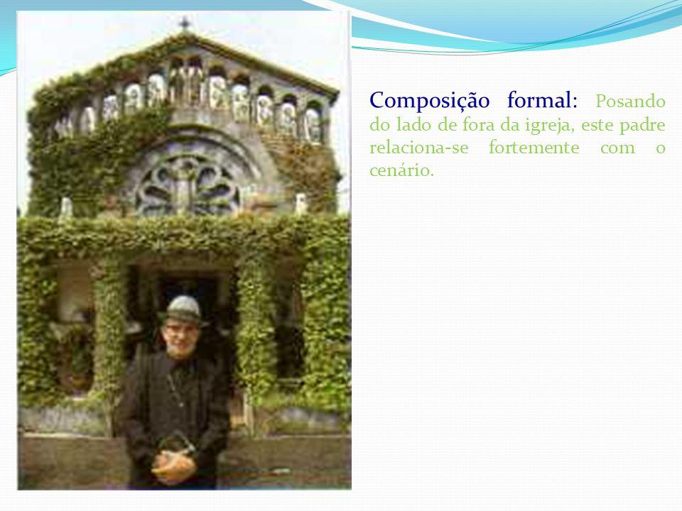 Composição formal: Posando do lado de fora da igreja, este padre relaciona-se fortemente com o cenário.