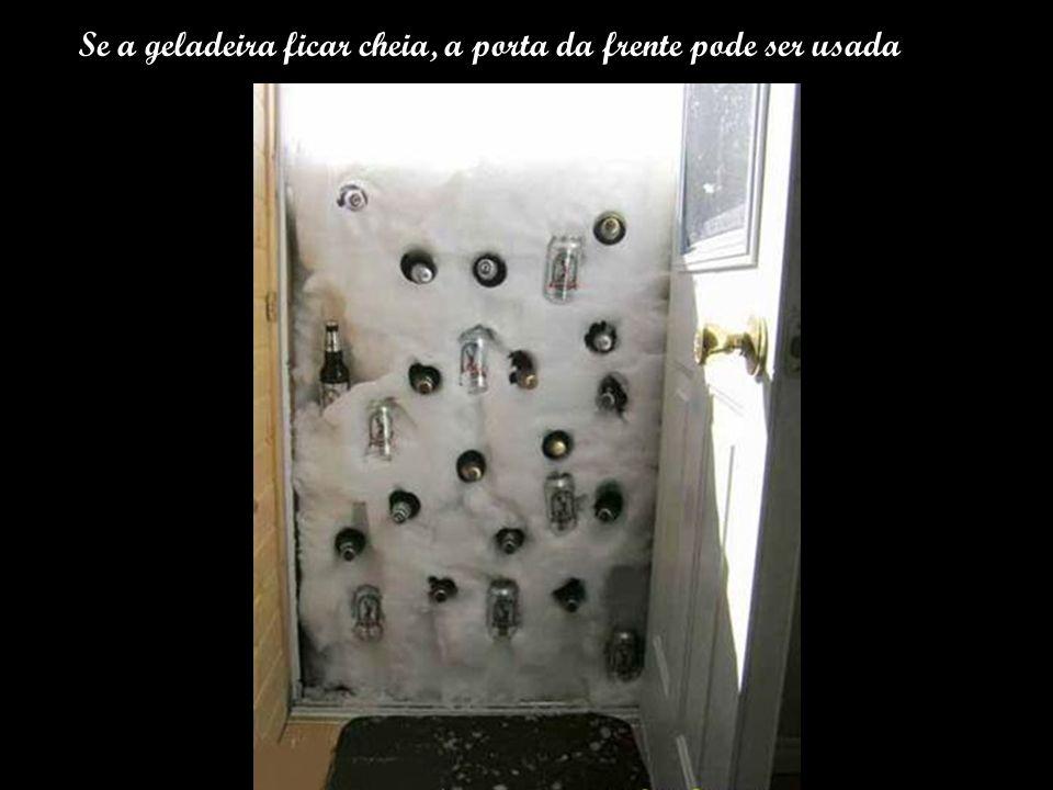 Se a geladeira ficar cheia, a porta da frente pode ser usada