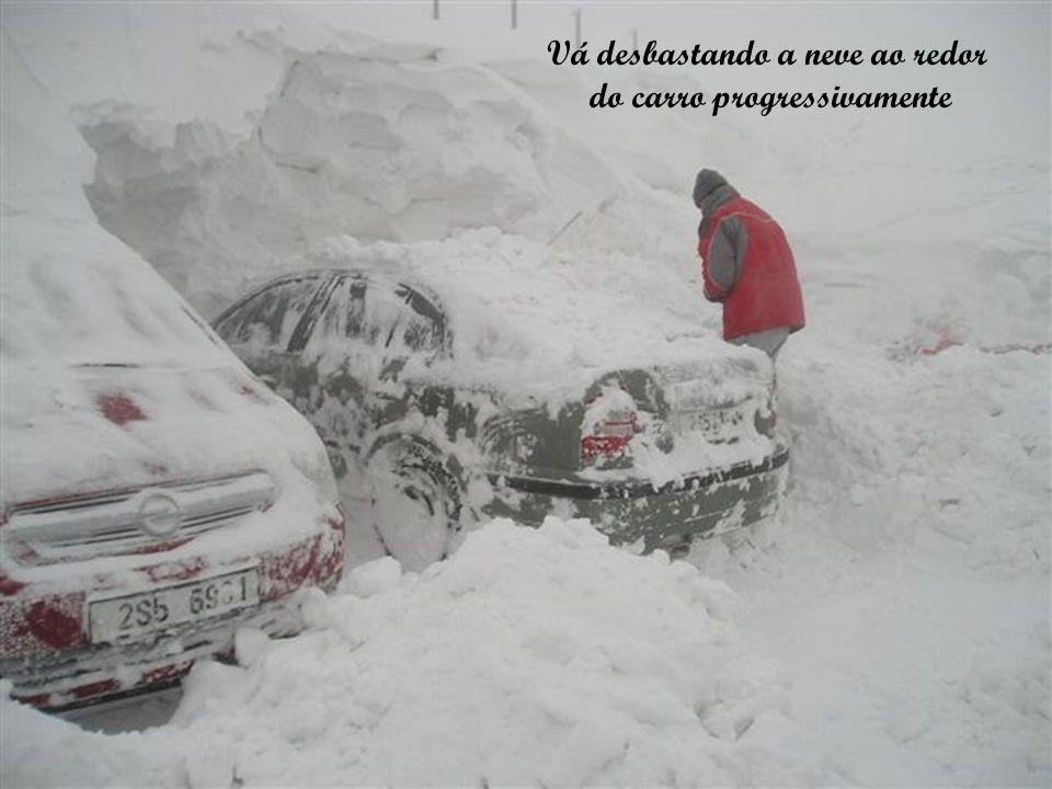 Deixe a casa bem fria para não derreter a neve que entrou pela janela