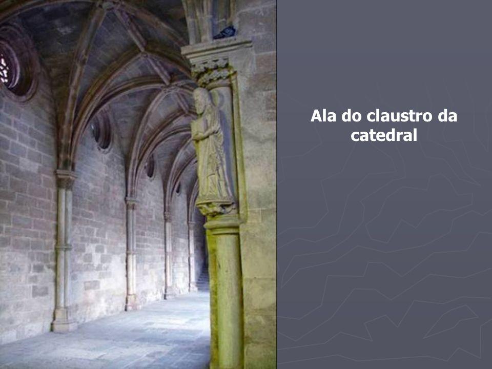 O admirável fontanário do claustro