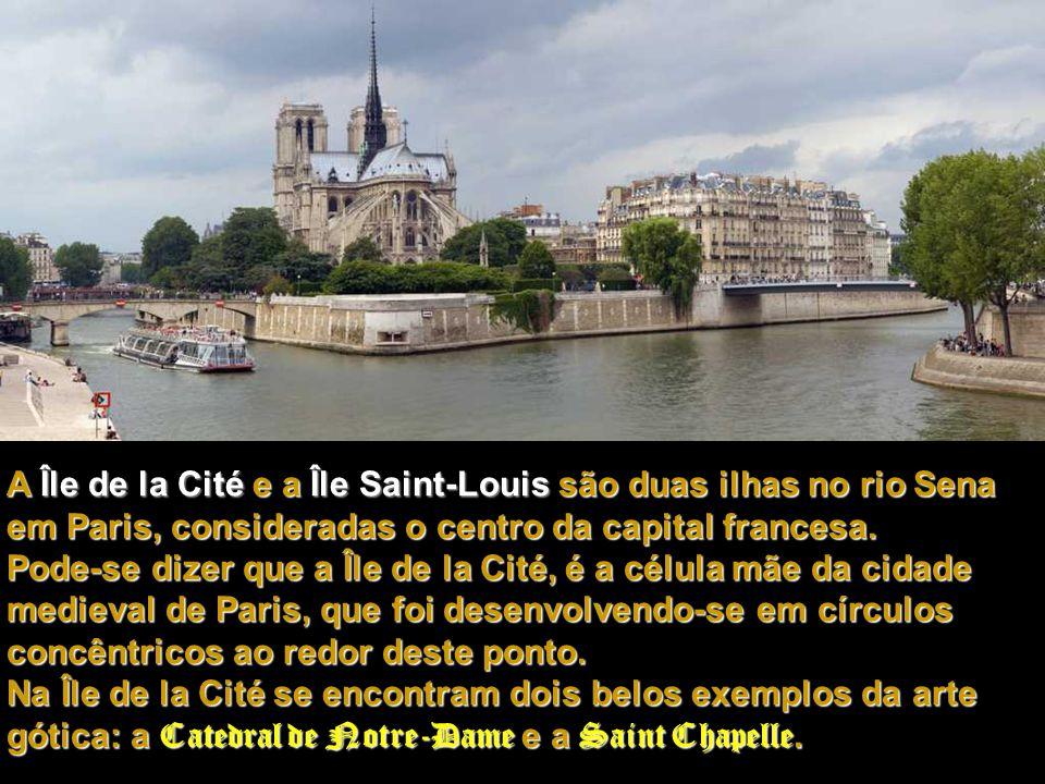 Sua construção foi iniciada no ano de 1.163, e dedicada a Maria, Mãe de Jesus, daí o nome: Notre-Dame (Nossa Senhora).
