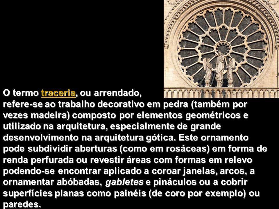 A rosácea do braço sul do transepto baseia- se do mesmo modo no número 12 e apresenta central a imagem de Cristo como o julgador do mundo, rodeado pelos Apóstolos e anjos, em medalhões.