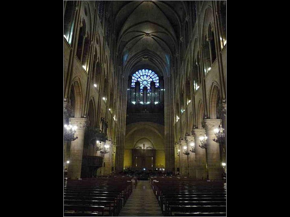 O Grande Órgão e a Rosácea da fachada ocidental Situado em frente da rosácea da fachada ocidental, com seus 113 registros e 7.800 tubos, o principal é um dos maiores órgãos do mundo.