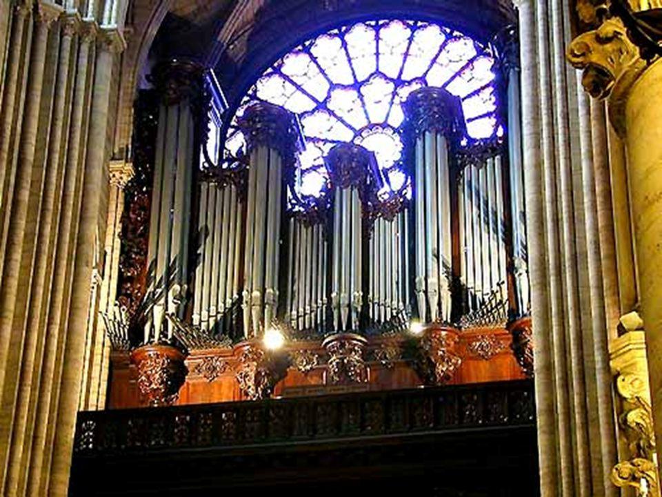 Este órgão é usado em eventos especiais enquanto o órgão do coro tem mais serventia para os eventos de rotina.