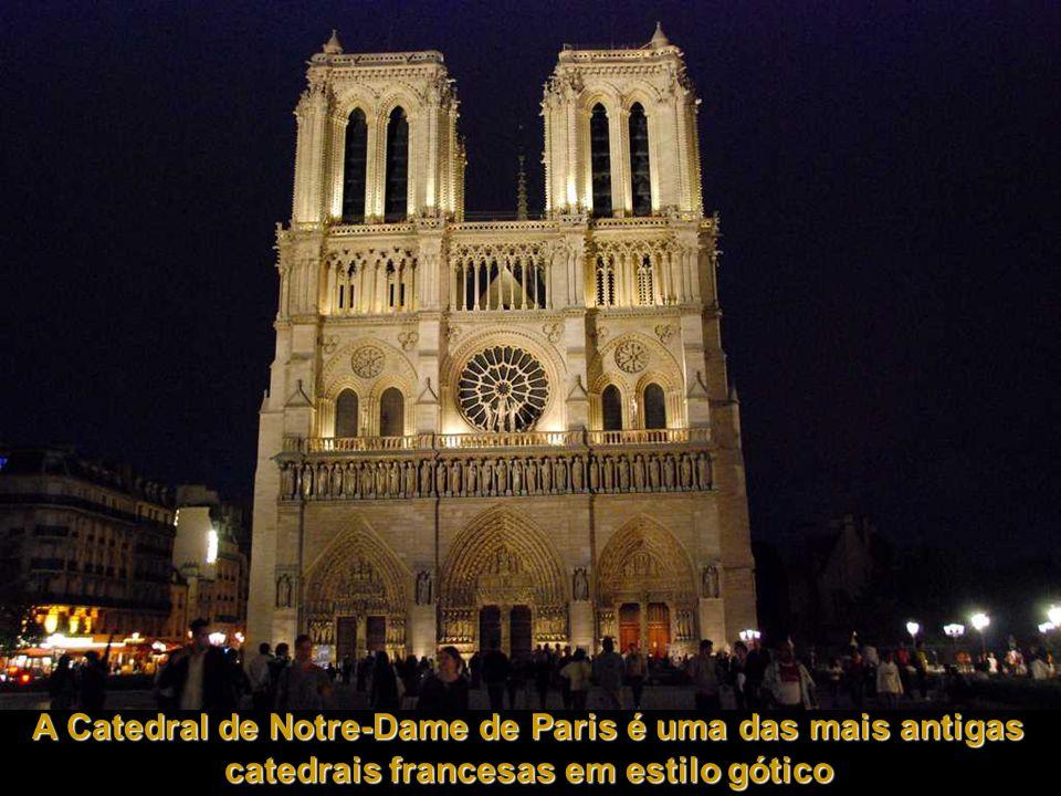 A Catedral de Notre-Dame de Paris é uma das mais antigas catedrais francesas em estilo gótico