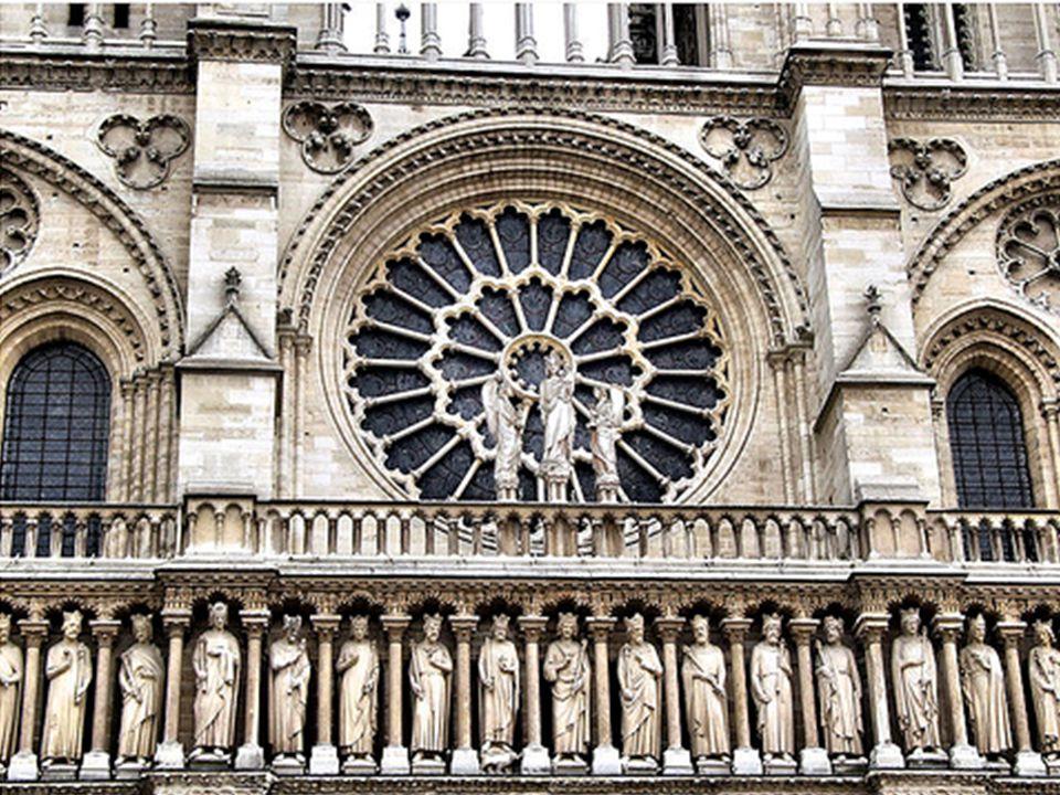 Galeria dos Reis Na transição para o nível intermediário está esta fileira de estátuas de 3,5 metros de altura cada representando 28 reis de Judá e Israel.