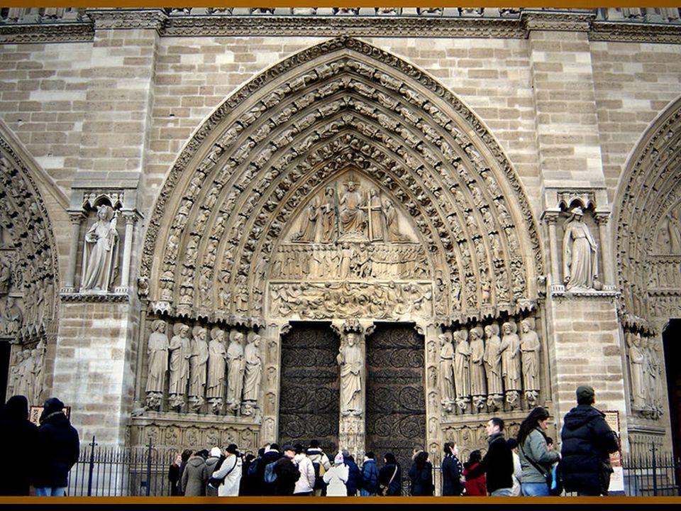 No românico a figura central do portal é sempre Cristo Pantocrator, em ascensão aos céus, como parte dos acontecimentos de pentecostes ou no papel de Julgador.