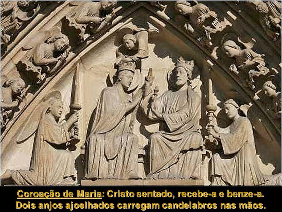 Virgem e o Menino Virgem e o Menino Tímpano: trata da coroação de Maria: Cristo, sentado, recebe-a e benze-a, enquanto um anjo descende e a coroa.