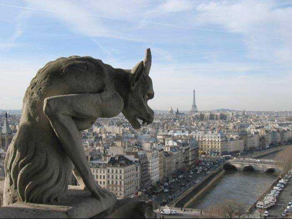 Galèrie des Chimères Gárgulas ou Quimeras Na antiguidade acreditava-se que as gárgulas eram os guardiões das catedrais e que durante a noite, ganhavam vida.