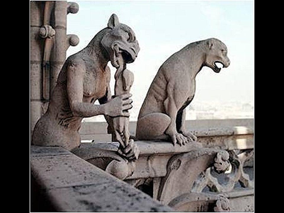 As assustadoras gárgulas ornamentais de Notre-Dame foram feitas na restauração do século XIX e têm apenas função decorativa.