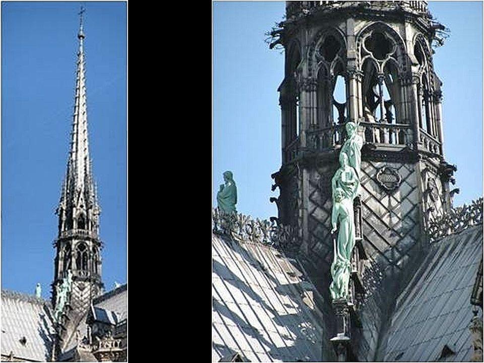 O Pináculo Chamada pelos franceses de La Flèche (A Flecha), atinge 96 metros de altura.