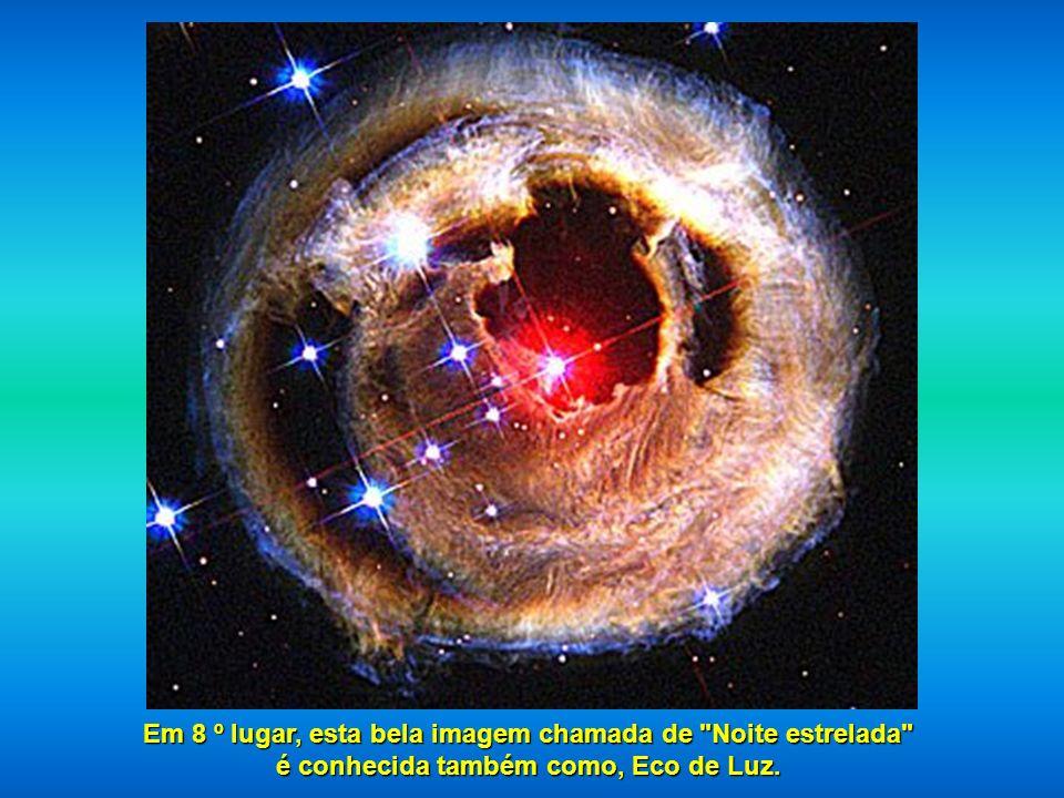Na sétima posição, encontramos uma parte da Nebulosa do Cisne, localizada a 5.500 anos luz, descrita como um oceano de hidrogênio com pequenas quantid