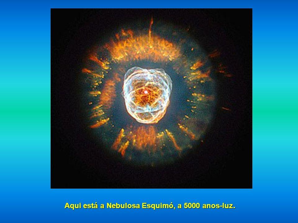 Aqui nós temos a Nebulosa Formiga, assim chamada por causa de sua forma, localização: 3.000 e 6.000 anos-luz.