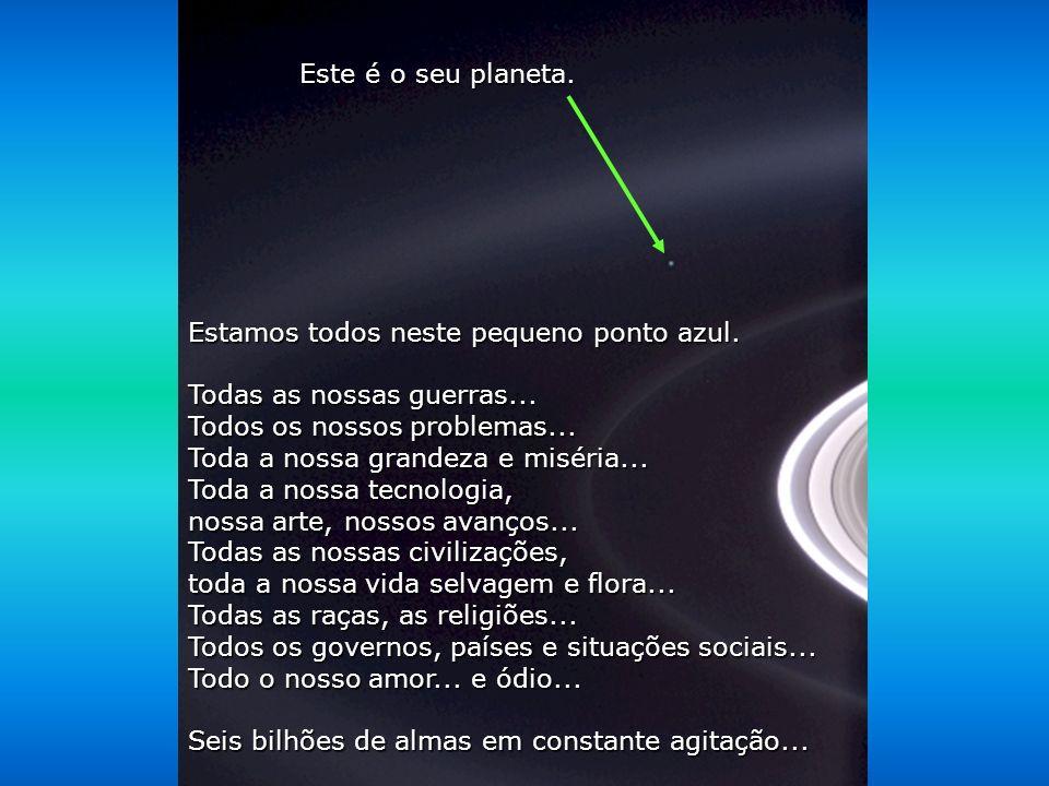 Contemple esta foto por uns poucos momentos. Ela foi tomada pela sonda Cassini-Juygens, em 2004, quando ela chegou aos anéis de Saturno.