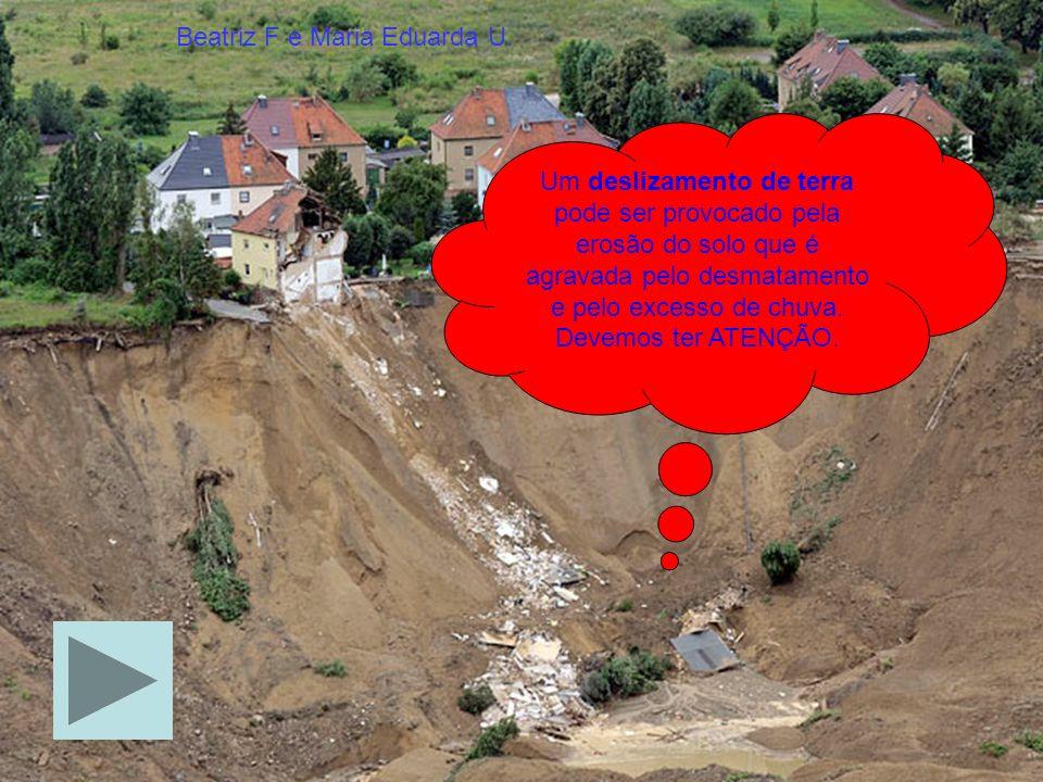 Um deslizamento de terra pode ser provocado pela erosão do solo que é agravada pelo desmatamento e pelo excesso de chuva.