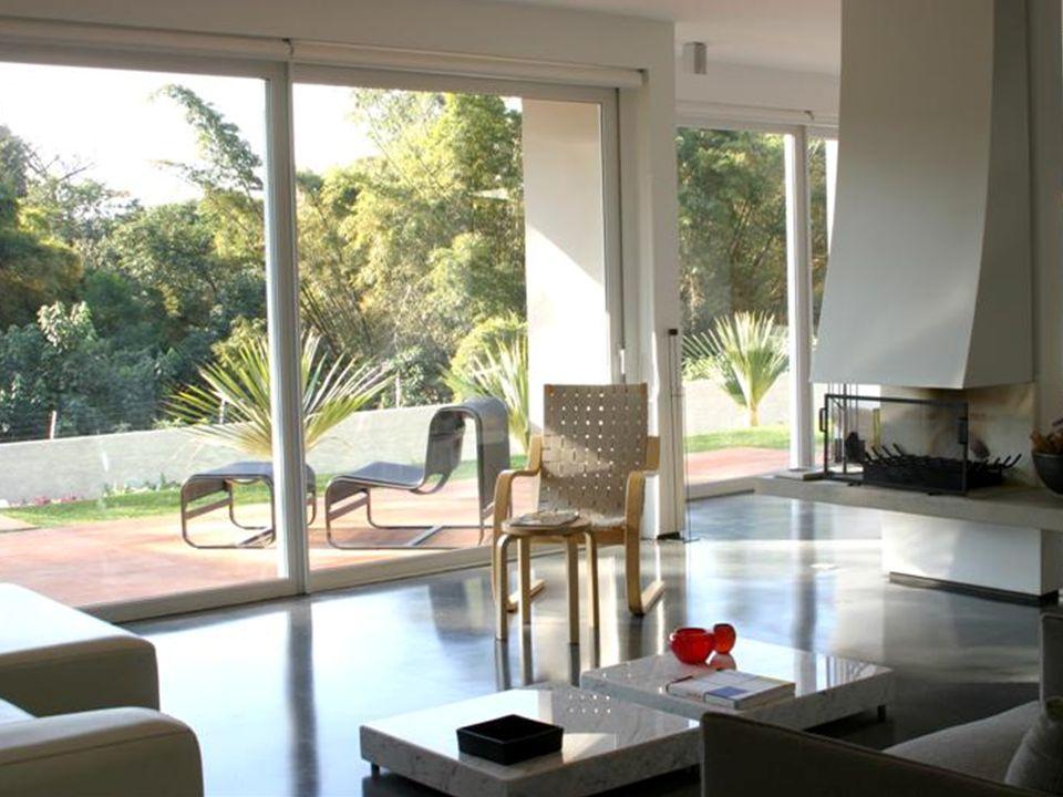 três linhas de perfis Contando com o apoio de diversas empresas nacionais e européias na fabricação de seus produtos, a SHINE WINDOWS oferece três linhas de perfis para portas e janelas em PVC de alta qualidade, desempenho e design: LINHAS