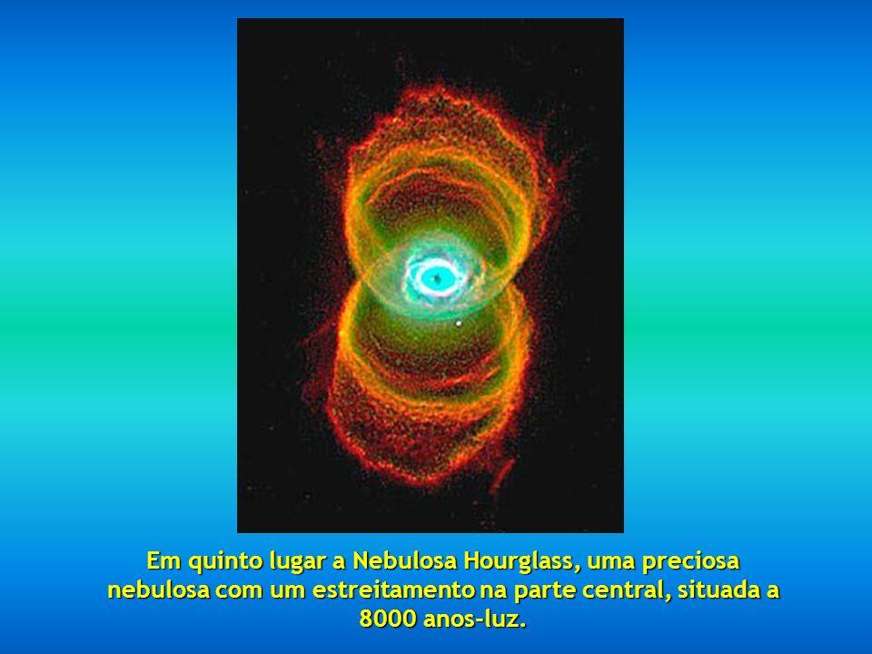 Em quarto lugar a impressionante Nebulosa do olho de Gato.