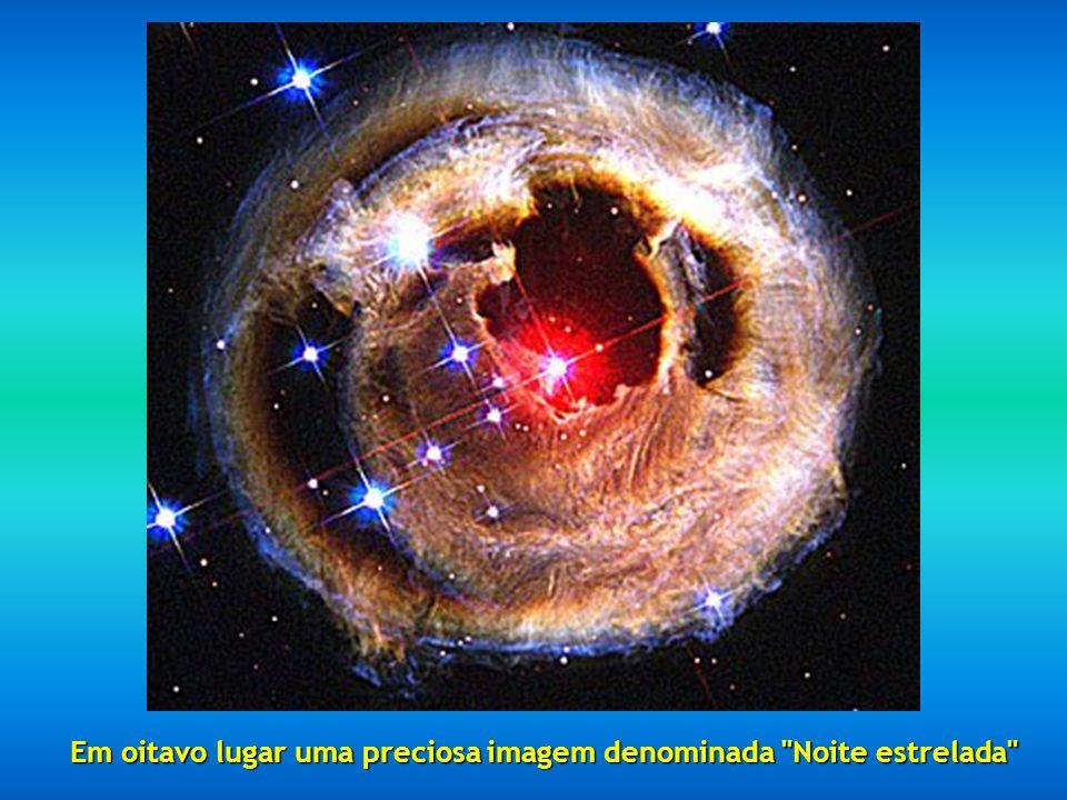 Em sétimo lugar encontramos um fragmento da Nebulosa do Cisne situada a 5500 anos-luz de distância, descrita como