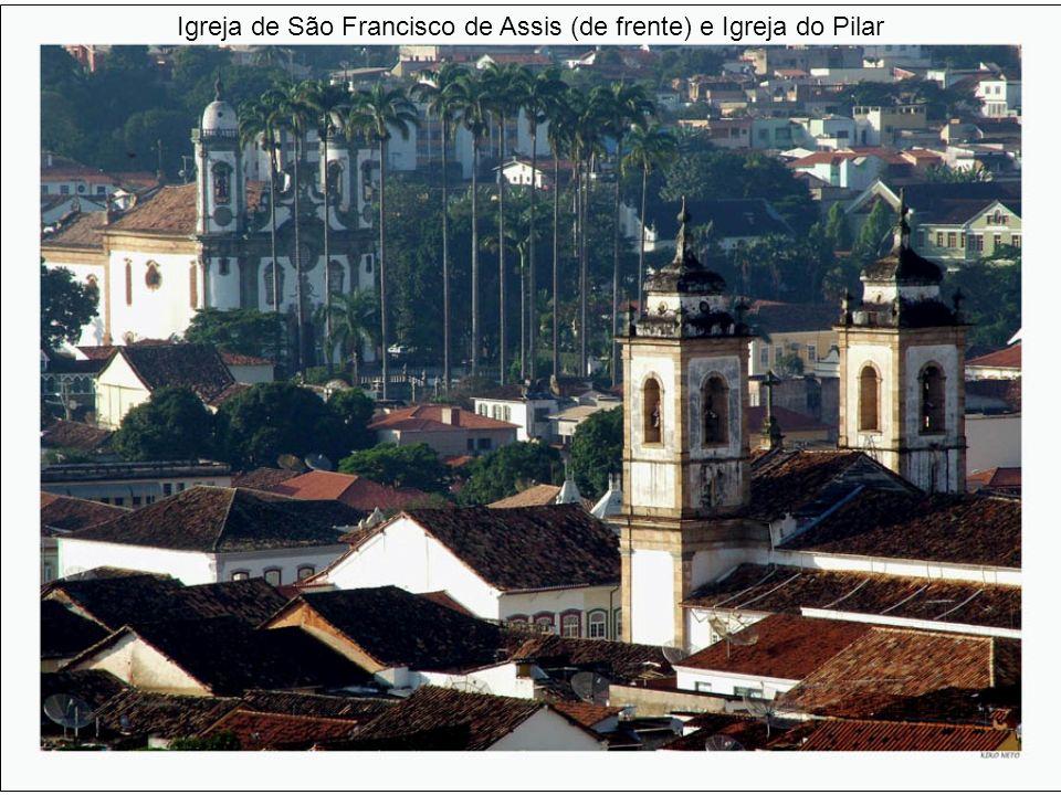 Igreja de São Francisco de Assis (de frente) e Igreja do Pilar