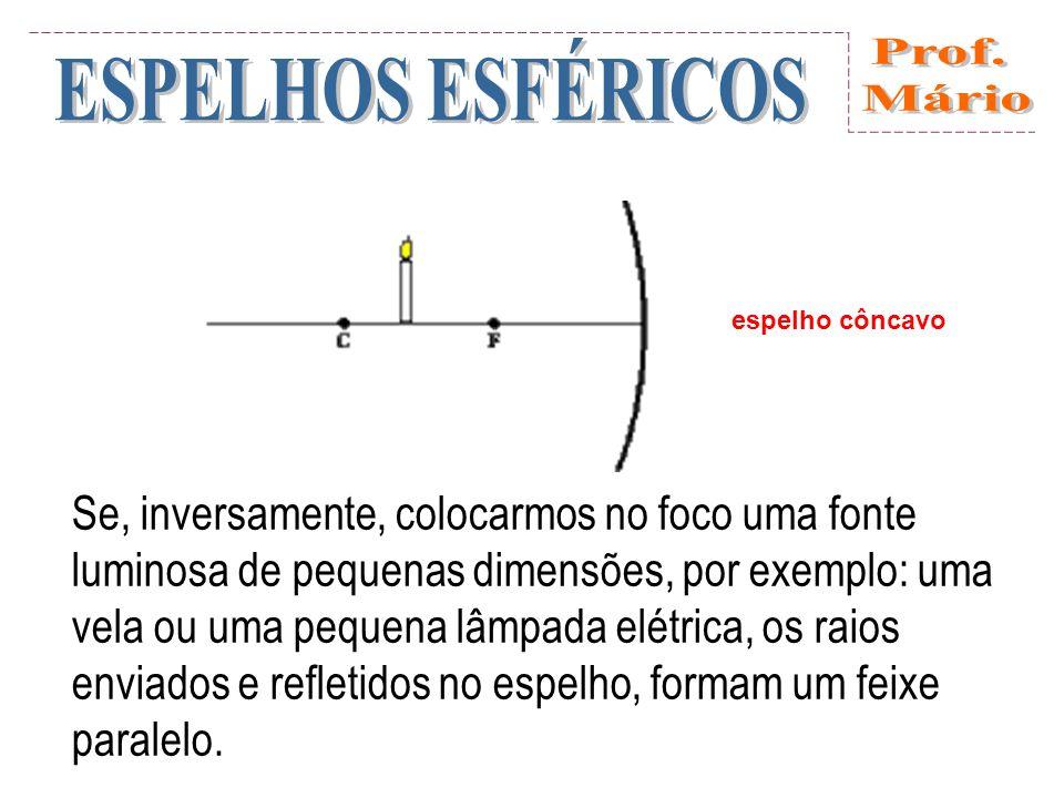 Nos espelhos esféricos, o raio de curvatura (distância do espelho até o centro de curvatura C) é duas vezes maior do que a distância focal: R = 2f.