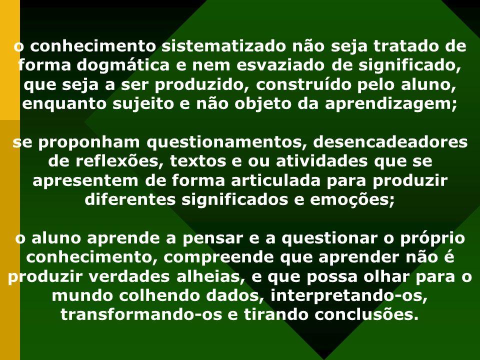 o conhecimento sistematizado não seja tratado de forma dogmática e nem esvaziado de significado, que seja a ser produzido, construído pelo aluno, enqu
