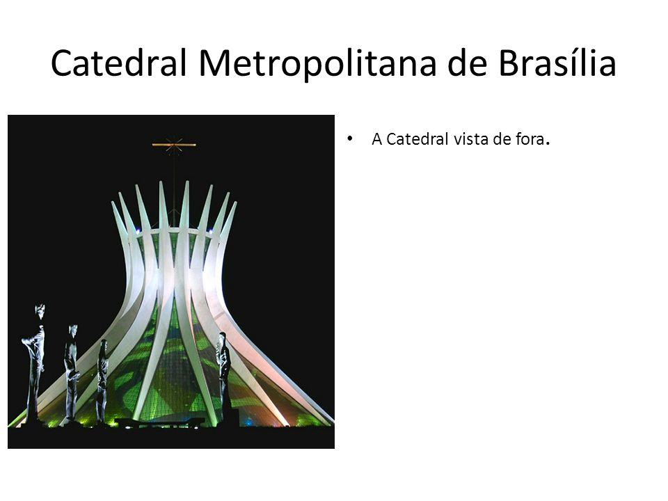 Catedral Metropolitana de Brasília A Catedral vista de fora.