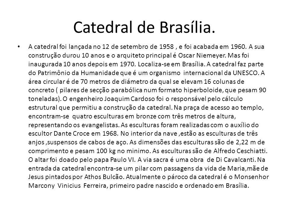 Catedral de Brasília. A catedral foi lançada no 12 de setembro de 1958, e foi acabada em 1960. A sua construção durou 10 anos e o arquiteto principal