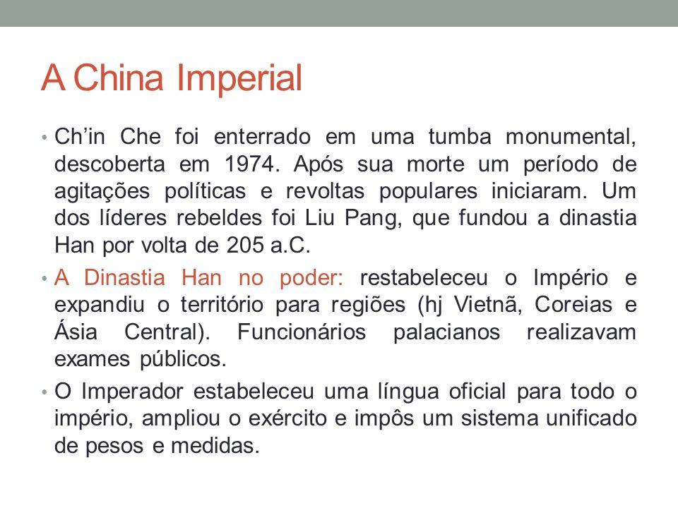 A China Imperial Chin Che foi enterrado em uma tumba monumental, descoberta em 1974.