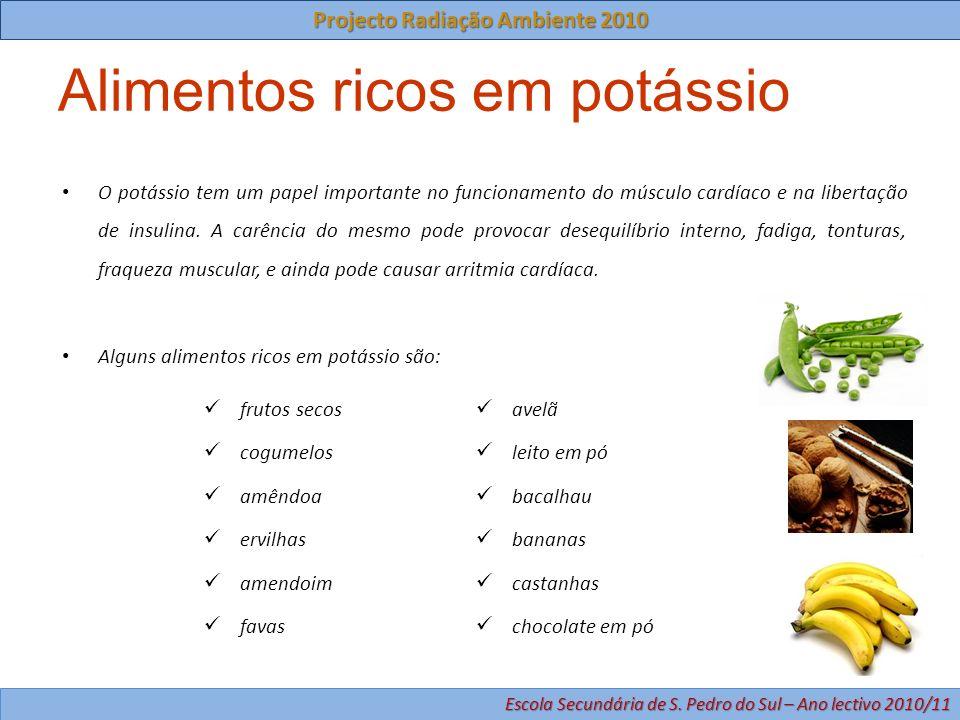 Alimentos ricos em potássio frutos secos cogumelos amêndoa ervilhas amendoim favas avelã leito em pó bacalhau bananas castanhas chocolate em pó O potá