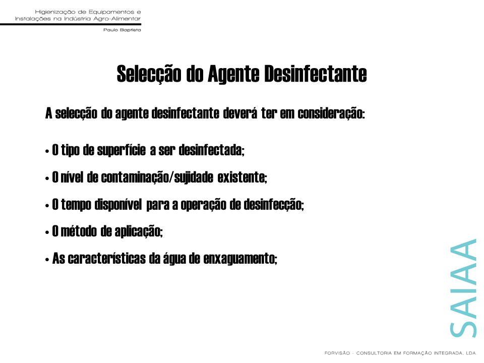 Selecção do Agente Desinfectante A selecção do agente desinfectante deverá ter em consideração: O tipo de superfície a ser desinfectada; O nível de co