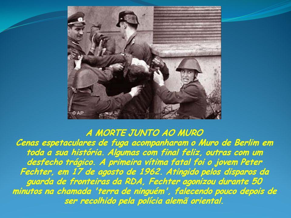 HORA DA OPÇÃO No dia 15 de agosto de 1961, o soldado alemão-oriental Conrad Schumann foi destacado para controlar a linha divisória na rua Bernauer, marcada por arames farpados, pois o Muro ainda não estava pronto.